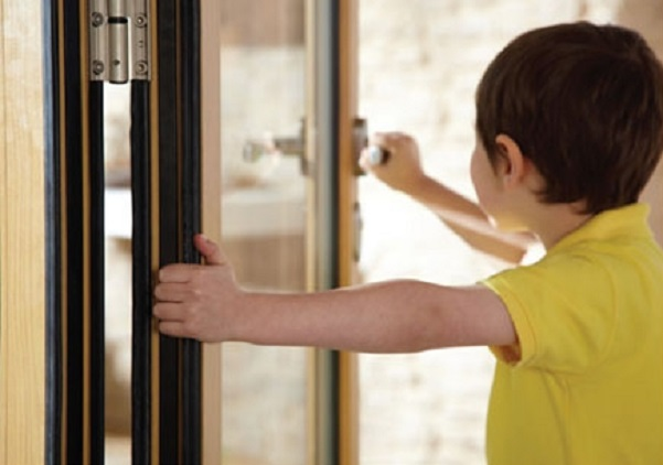 picture of child opening patio door