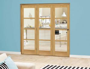 Prefinished Oslo Oak Roomfold Deluxe - Clear Glass, Interior Bifold Doors Image
