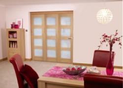 Oak 4L Shaker Roomfold - Frosted PRE FINISHED: Prefinished internal folding door Image